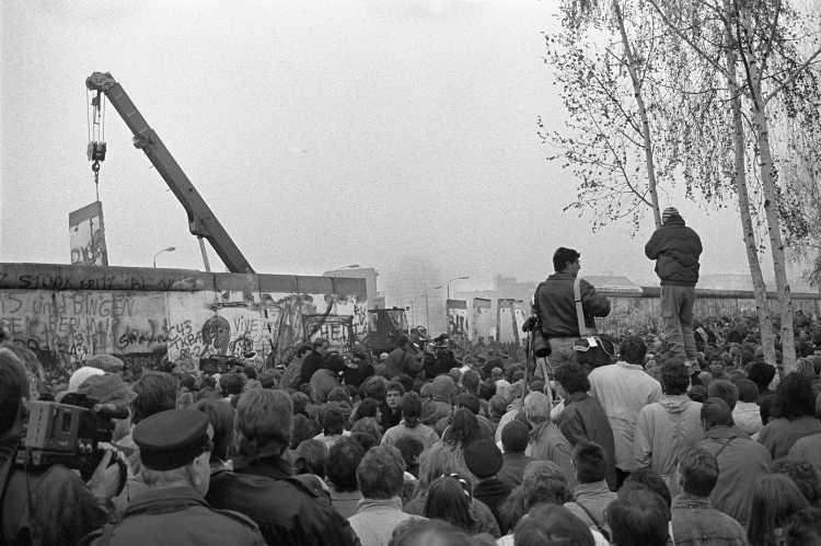 »9. November 1989, Berlin«, Zweites Kapitel: Die Öffnung der Mauer am Potsdamer Platz am 12. November, Foto © Friedhelm Denkeler 1989