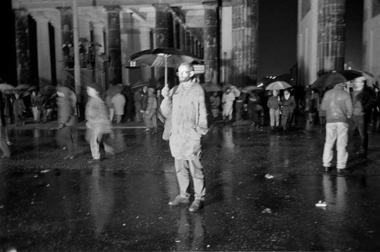 »9. November 1989, Berlin«, Drittes Kapitel: Pariser Platz – Öffnung des Brandenburger Tors am 23. November, Foto © Friedhelm Denkeler 1989