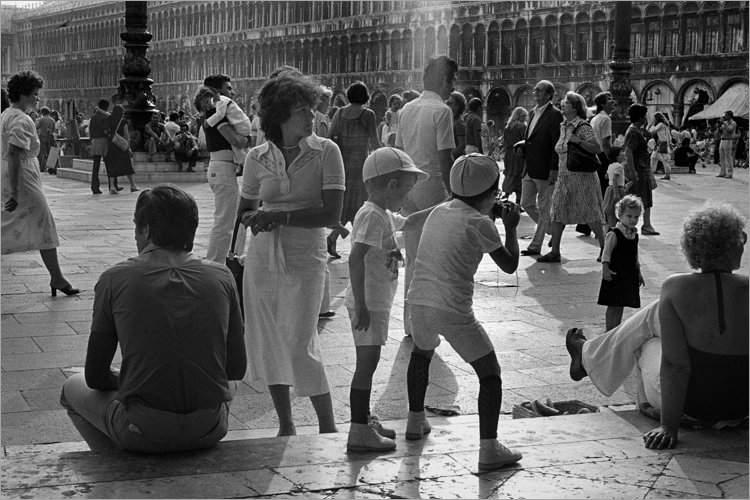 »Markusplatz» (Venezia '79 la Fotografia«), aus dem Portfolio »Bilder einer Ausstellung – Versuch einer Rekonstruktion«, Foto © Friedhelm Denkeler 1979