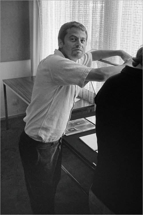 »Michael Schmidt in der Ausstellung ›Michael Schmidt und Schüler‹ in der Galerie der DGPh», 2. August 1980, Foto © Friedhelm Denkeler 1980