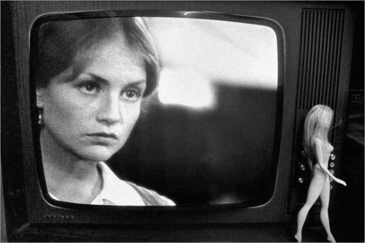 »Isabella, Hitler und die Puppe«, aus dem Portfolio »Episoden«, Foto © Friedhelm Denkeler 1984