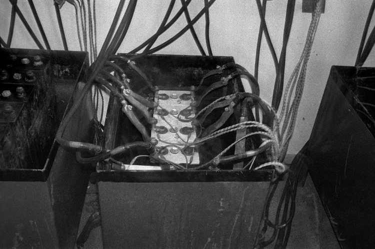 »Traktionsbatterien«, aus dem Portfolio »Harmonie eines Augenblicks«, Foto © Friedhelm Denkeler 1981
