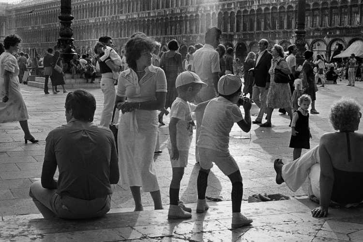 »Markusplatz«, Venedig, aus dem Portfolio »Harmonie eines Augenblicks«, Foto © Friedhelm Denkeler 1979