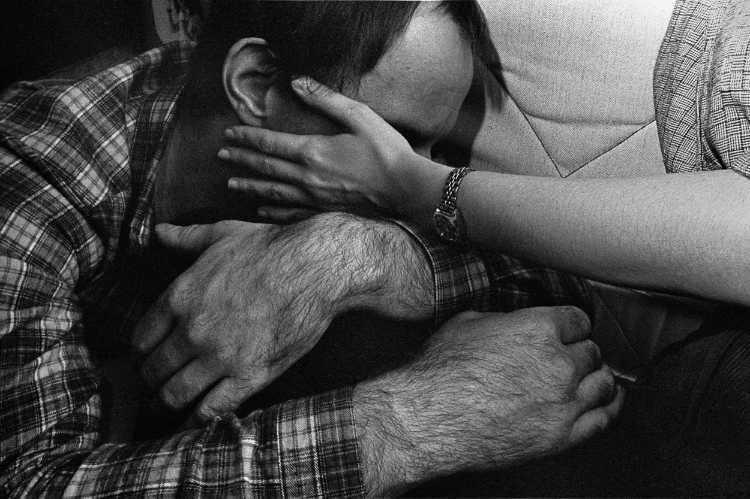 »Trost«, aus dem Portfolio »Harmonie eines Augenblicks«, Foto © Friedhelm Denkeler 1979