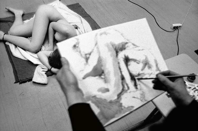 »Aktzeichnen«, aus dem Portfolio »Harmonie eines Augenblicks«, Foto © Friedhelm Denkeler 1982