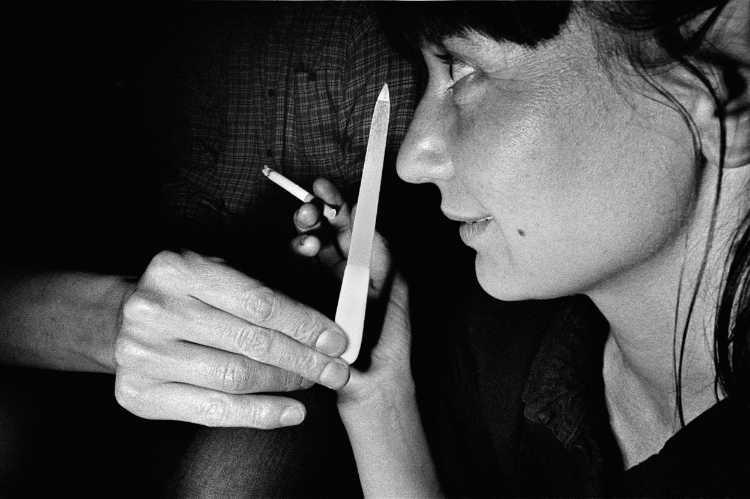 »Porträt mit Zigarette«, aus dem Portfolio »Harmonie eines Augenblicks«, Foto © Friedhelm Denkeler 1982