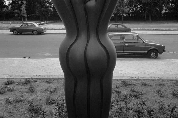 »Taille«, Berlin-Mariendorf, aus dem Portfolio »Harmonie eines Augenblicks«, Foto © Friedhelm Denkeler 1981