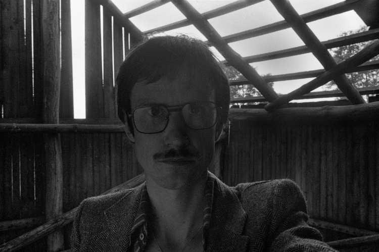 »Selbstporträt in Scheune«, Schnackenburg, aus dem Portfolio »Harmonie eines Augenblicks«, Foto © Friedhelm Denkeler 1980