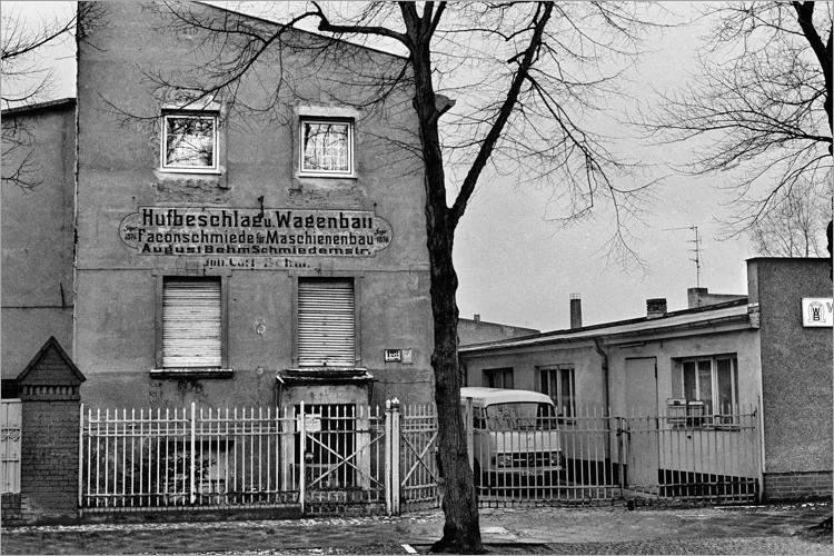 »Weddinger Hufschmied«, aus dem Portfolio »Im Wedding«, Foto © Friedhelm Denkeler 1977