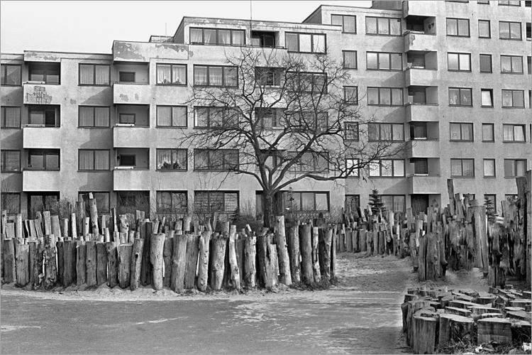 »Neuer Kinderspielplatz«, aus dem Portfolio »Im Wedding«, Foto © Friedhelm Denkeler 1978