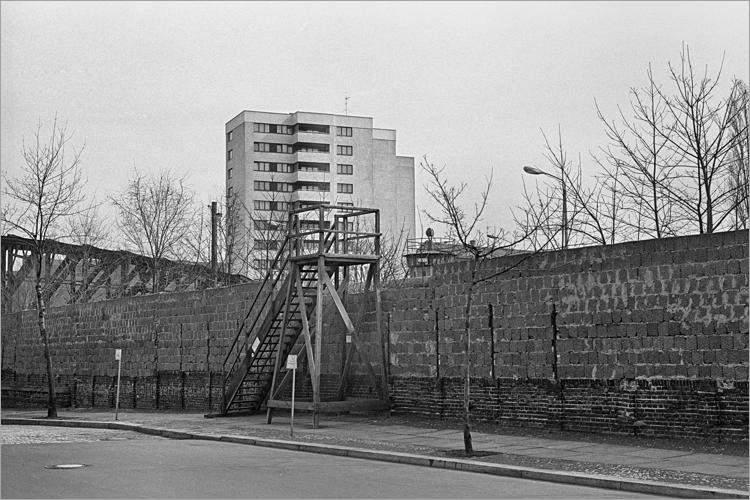 »Die Mauer mit Ausblick«, aus dem Portfolio »Im Wedding«, Foto © Friedhelm Denkeler 1978