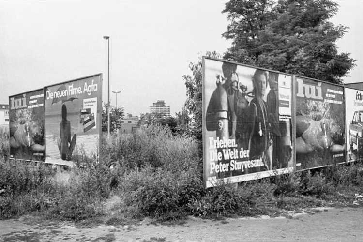 Werbeplakat der Zeitschrift »Lui«, August 1984, Berlin-Neukölln, aus dem Portfolio »Das Olympia-Projekt – Die Sommerspiele 1984 in Neukölln«, Foto © Friedhelm Denkeler 1984