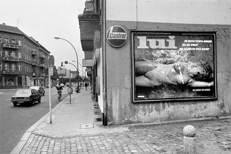 Werbeplakat der Zeitschrift »Lui«, August 1984, aus dem Portfolio »Das Olympia-Projekt – Die Sommerspiele 1984 in Neukölln«, Foto © Friedhelm Denkeler 1984