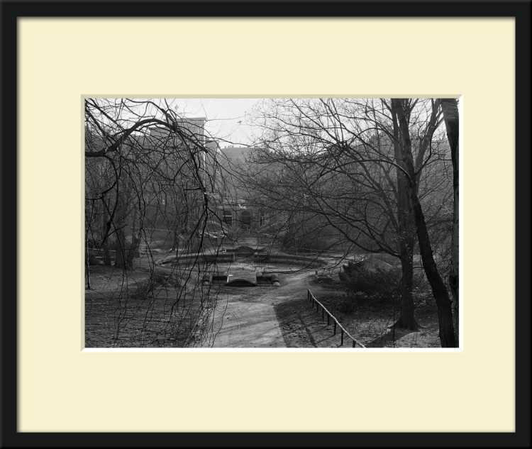 »Der Körnerpark in Neukölln«, Barytpapier (Ilford), Bildmaß 30x45 cm, Blattmaß 40x55 cm, Passepartout 50x60 cm