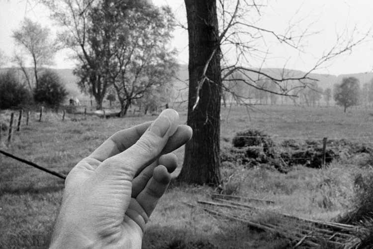 »Glücksstein«, aus dem Portfolio »Sommer in einer Hand«, Foto © Friedhelm Denkeler 1985