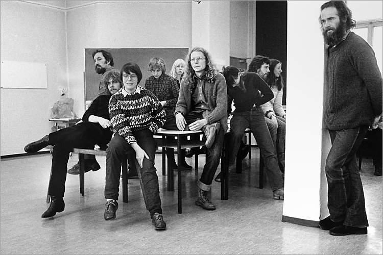 »Szenen aus der Werkstatt für Photographie«: »Workshop mit Andre Gelpke in der Werkstatt für Photographie«, 06.12.-07.12.1980 (Wolfgang Vollmer, Köln, Hildegard Ochse, Ulrich Görlich), Foto © Friedhelm Denkeler 1980
