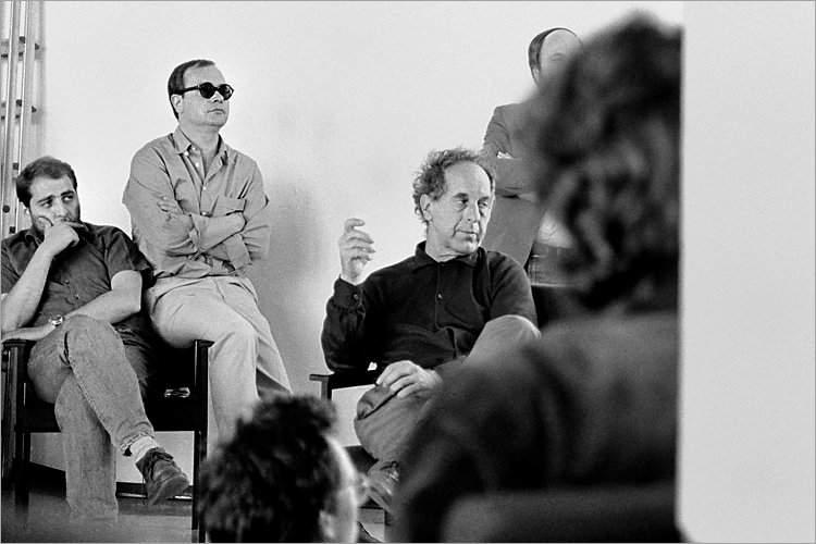 »Szenen aus der Werkstatt für Photographie«: Workshop mit Robert Frank, Werkstatt für Photographie, 01.06.1985, Volker Heinze, (Essen), Wilmar Koenig und Robert Frank, Foto © Friedhelm Denkeler 1985