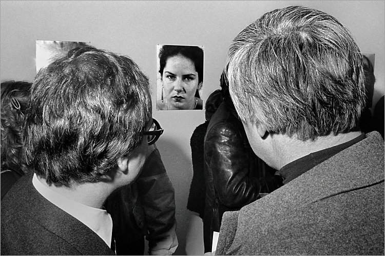 »Szenen aus der Werkstatt für Photographie«: »Vernissage Wilmar Koenig in der Galerie Fahnemann«, Berlin, 02.03.1984, , Foto © Friedhelm Denkeler 1984