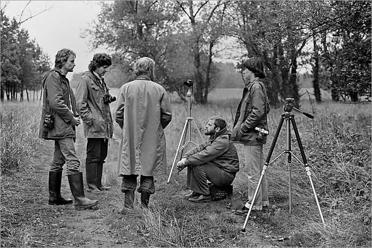 »Szenen aus der Werkstatt für Photographie«: Michael Schmidt mit Schülern in Schnackenburg, 1978 (NN, Winfried Mateyka, NN, Michael Schmidt, Elisabeth Neuhold-Much), Foto © Friedhelm Denkeler 1978