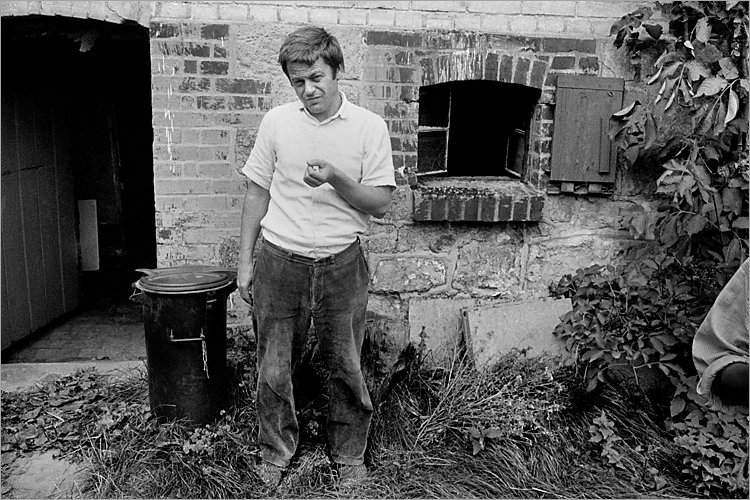 »Szenen aus der Werkstatt für Photographie«: Michael Schmidt in Schnackenburg, Foto © Friedhelm Denkeler 1980