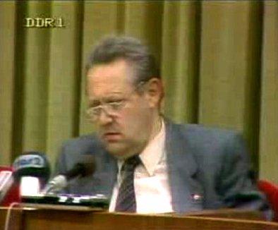 »Günter Schabowski in der Pressekonferenz am 9. November 1989«