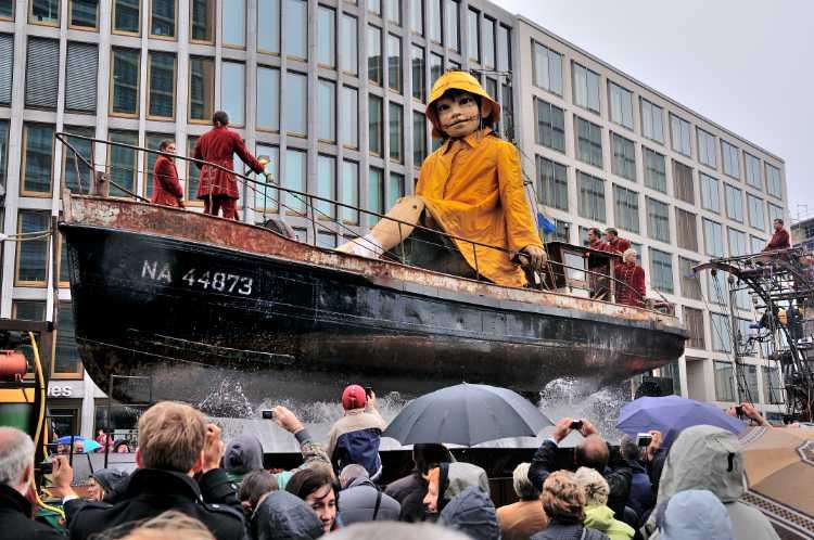 »Die kleine Riesin und der Tiefseetaucher«, Zweiter Tag »Die Wiedervereinigung«, Foto © Friedhelm Denkeler 2009