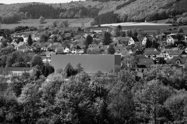 »Abgrenzung vor neuem Firmengelände«, aus dem Portfolio »Köbbinghauser Hammer«, 2014, Foto © Friedhelm Denkeler 2010