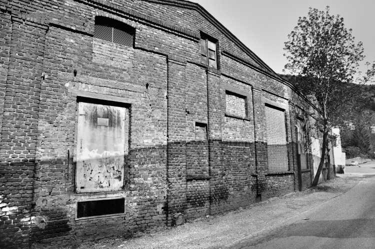 »Zugemauerte Fenster und eine Ladeluke«, aus dem Portfolio »Köbbinghauser Hammer«, 2014, Foto © Friedhelm Denkeler 2008
