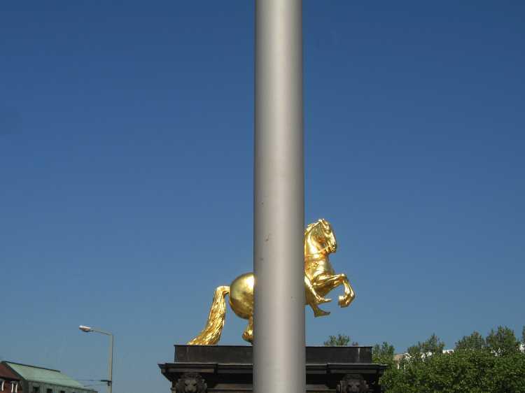 Aus dem Portfolio »Mittig«, Dresden, Foto © Friedhelm Denkeler 2007