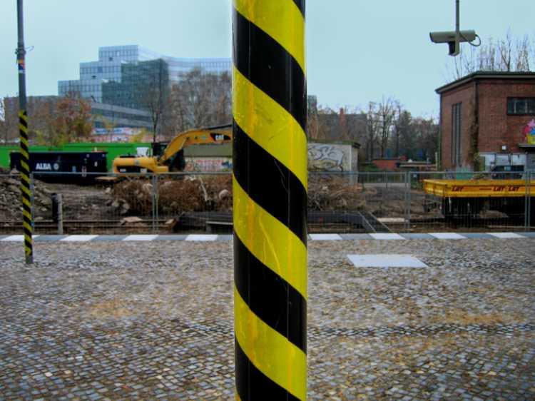 Aus dem Portfolio »Mittig«, Berlin, S-Bahnhof Schöneberg, Foto © Friedhelm Denkeler 2010