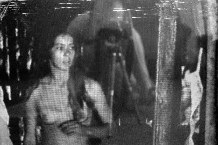 »Flucht aus dem Paradies« (Nicolas Roeg: »Walkabout«, GB/Australien 1971), Berlin, aus dem Portfolio »Schatten und Spiegel», Selbstbildnisse 1976 bis 2020, Foto © Friedhelm Denkeler 1989