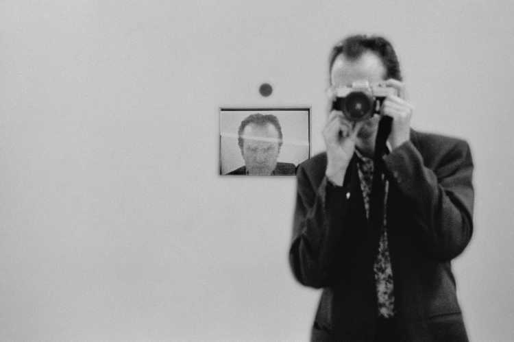 »TV-Spiegelbild«, Berlin, Berlin, aus dem Portfolio »Schatten und Spiegel», Selbstbildnisse 1976 bis 2020, Foto © Friedhelm Denkeler 1989