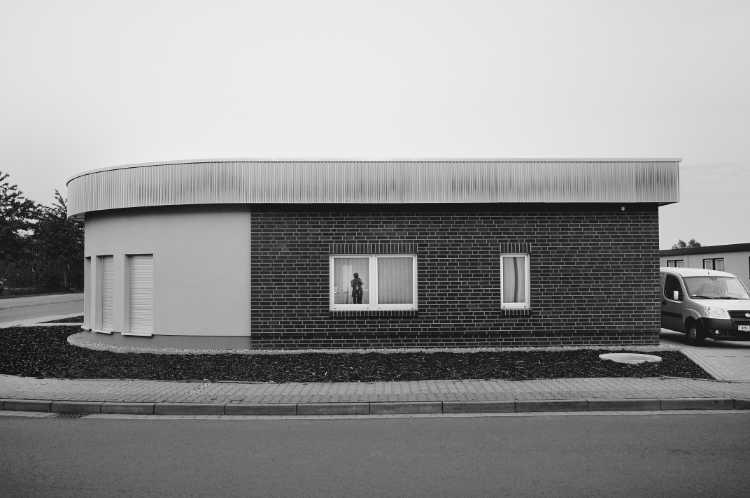 »Industriegebiet in Schwedt/ Oder«, Berlin, aus dem Portfolio »Schatten und Spiegel», Selbstbildnisse 1976 bis 2020, Foto © Friedhelm Denkeler 2009