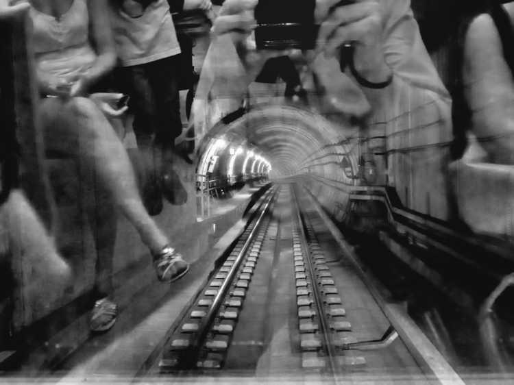 »In der führerlosen U-Bahn», Kopenhagen, Berlin, aus dem Portfolio »Schatten und Spiegel», Selbstbildnisse 1976 bis 2020, Foto © Friedhelm Denkeler 2011