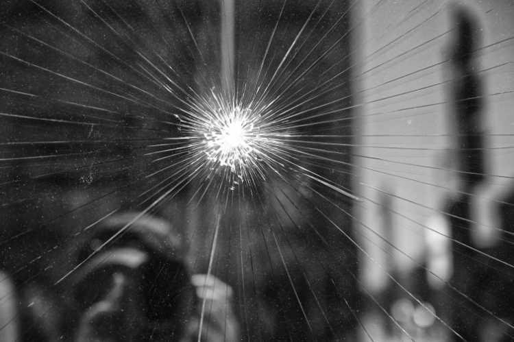 »Nur ein Steinwurf entfernt …«, Unter den Linden, Berlin, aus dem Portfolio »Schatten und Spiegel», Selbstbildnisse 1976 bis 2020, Foto © Friedhelm Denkeler 2020