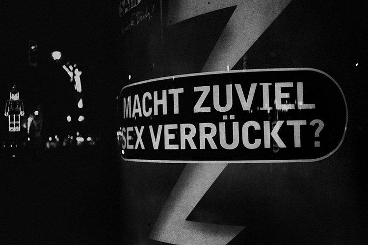 Aus dem Portfolio »Macht zuviel Sex verrückt?«, Kapitel 7: »Macht zuviel Sex verrückt?«, Foto © Friedhelm Denkeler, 1996