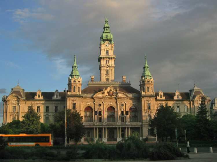 »Rathaus in Györ«, Ungarn,, aus dem Portfolio »Sonntagsbilder«, Foto © Friedhelm Denkeler 2004