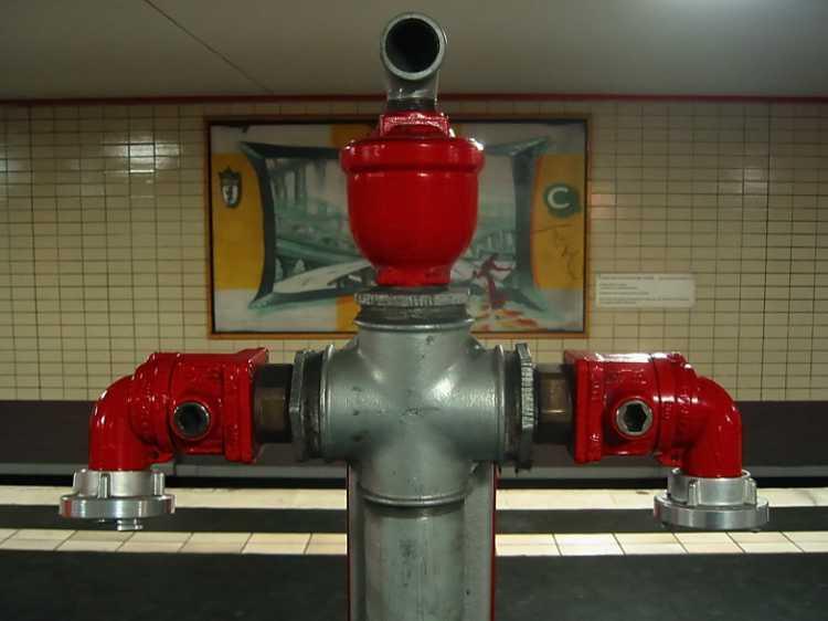 »S-Bahnhof Oranienburger Straße«, aus dem Portfolio »Sonntagsbilder«, Foto © Friedhelm Denkeler 2003