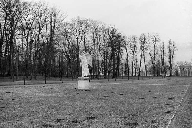 »Viktoria von Leuthen im Schlosspark Neustrelitz«, 1854, Christian Daniel Rauch, aus dem Portfolio »ad sorores III«, Foto © Friedhelm Denkeler 1991
