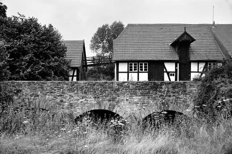 »Ellerburger Mühlenanlage Fiestel«, Mühle Nr. 27 (Wassermühle), Gestringer Straße 78, 32339 Espelkamp-Fiestel, Foto © Friedhelm Denkeler 2004