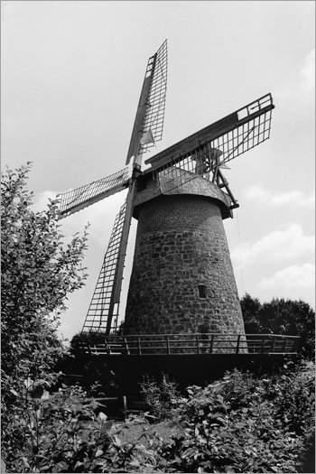 »Eilhauser Königsmühle«, Mühle Nr. 30 (Galerie-Holländer), Windmühlen Feld 12, 32312 Lübbecke-Eilhausen, Foto © Friedhelm Denkeler 2001